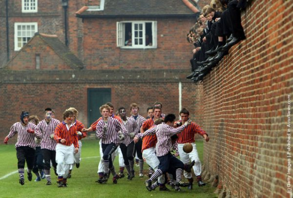 Les autres footballs : l'Eton Wall Game