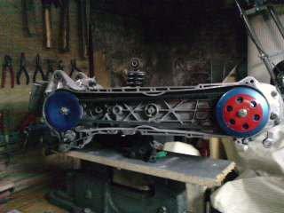 vu latérale du moteur après peinture sur la cloche d'embrayage et la joue fix