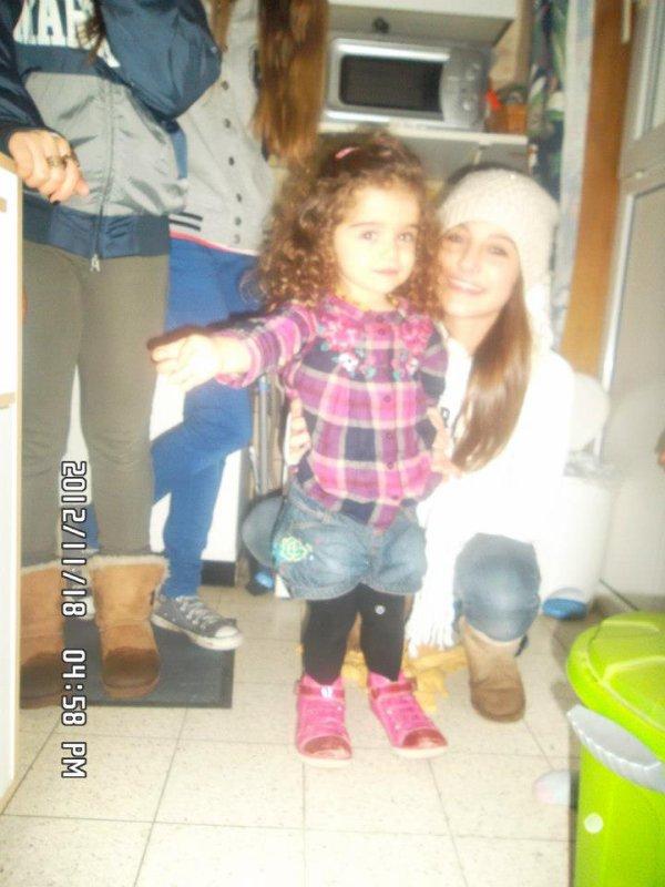 Mon Amouur ma petite soeurette et moi à coté !! <3