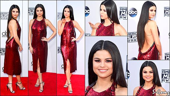 22.11.15 - Selena s'est rendu à la cérémonie des American Music Awards 2015 à Los Angeles.