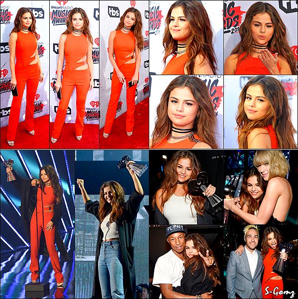 "03.04.16 - Selena s'est rendu au ""iHeartRadio Music Awards"" où elle a gagné ""Biggest Triple Threat"" à LA."