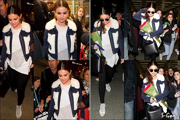 10.03.16 - Selena a été photographiée arrivant à la gare de Lyon à Paris. Puis, quittant la gare à Londres.