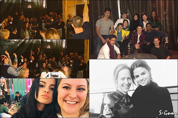 """21.11.16 - Selena s'est rendu au dîner de fin de tournage de """"13 Reasons Why"""" à San Rafael, Californie.  Le tournage est finie. Selena a retrouvée le casting de la série qu'elle produit pour Netflix qui serait prévu pour le printemps."""
