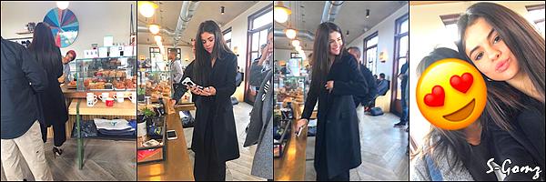 08.01.17 - Selena a fait un live sur instagram.