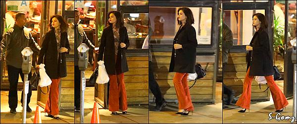17.01.17 - Selena a été photographiée quittant le bar/restaurant Boneyard Bistro à Sherman Oaks.