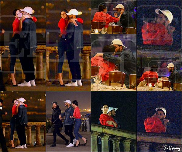31.01.17 - Selena a été photographiée avec The Weekend quittant leur hôtel en bateau à Venise, en Italie.