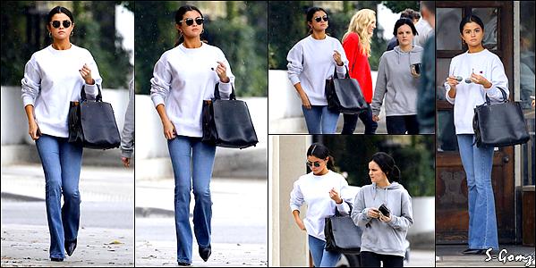 10.02.17 - Selena a été photographiée quittant le restaurant japonais Gyu-Kaku à Torrance.