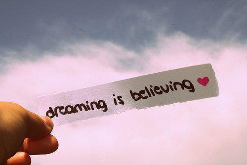 « Dans la vie, tu as deux choix le matin: Soit tu te recouches pour poursuivre ton rêve, soit tu te lève pour le réaliser.»