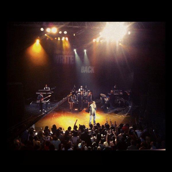 R.Kelly a enregistré le live 30min de preview de Write Me Back
