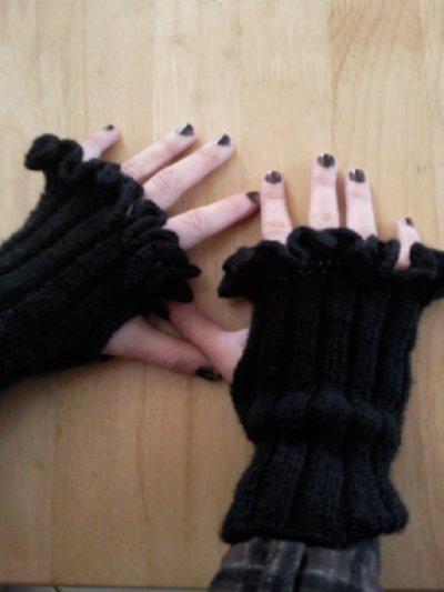 mitaines tricotées avec bordure au crochet