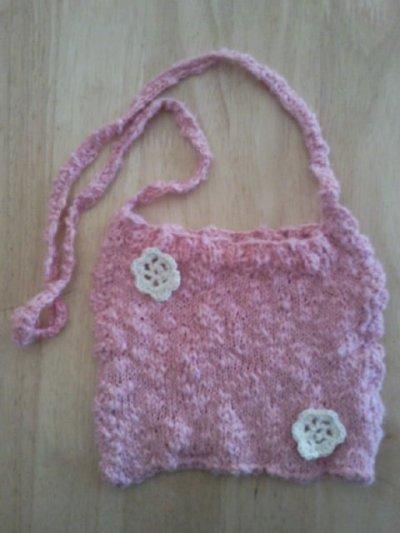 petit sac fillette au tricot, bordure au crochet