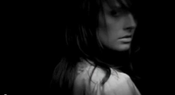 ' Tu sais ce qui a de plus douloureux dans un chagrin d'amour ? C'est de pas pouvoir se rappeler ce qu'on ressentait avant.Essaie de garder cette sensation.  Parce que si tu la laisses s'en aller... Tu la perds à jamais. '