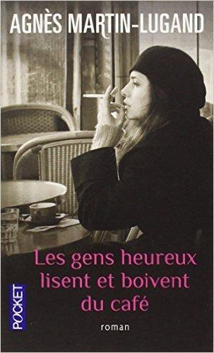 Les gens heureux lisent e boivent du café