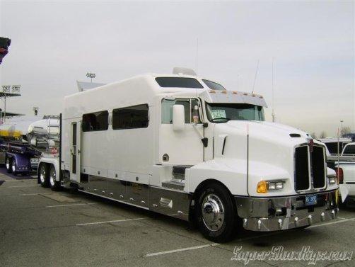 ah enfin mon nouveau camping car la passion du camion que du kenworth. Black Bedroom Furniture Sets. Home Design Ideas