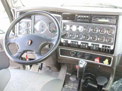 Petite visite interieur du t660 la passion du camion for Interieur kenworth t2000