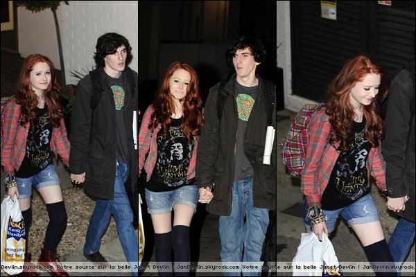 12/11/11 : Janet quittant les Fountain studios avec son petit copain.