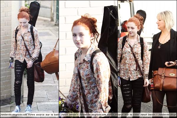 19/11/11 : Janet , très fatiguée, arrivant aux Fountain studios en compagnie de Marcus.