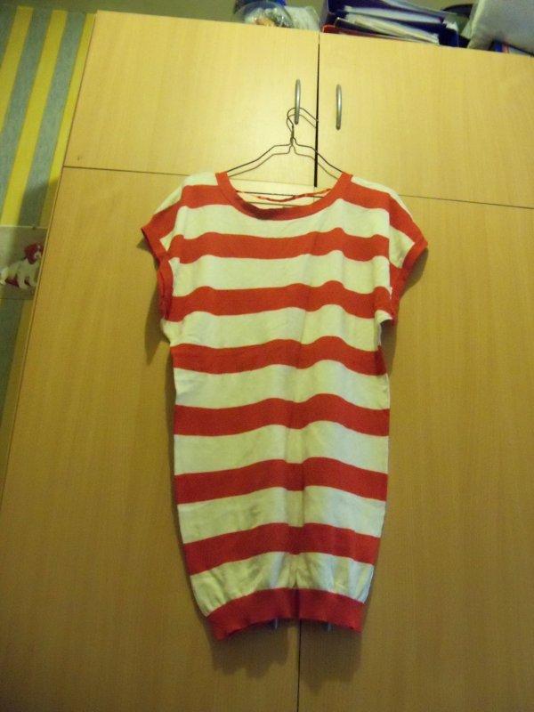 tee shirt taille ecrite 34/36 mais corespond plus a un taille L    5¤
