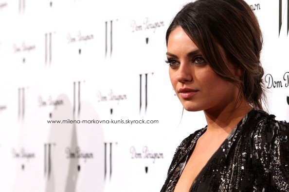 Flashback  14/01/11 →  Mila lors du W Magazine Golden Globe Party, à Los Angeles .  Je suis tout simplement fan de sa tenue, so sequin. TOP!♥  .   + Des images trouvées ça et là, du tournage de Sex with Benefit.