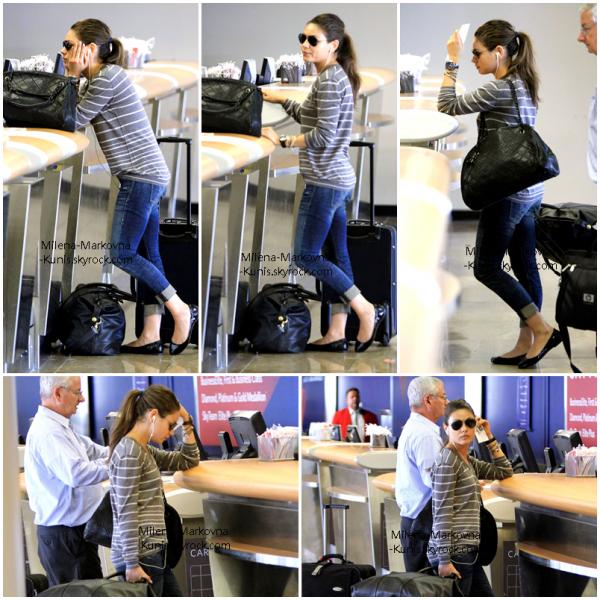 . Spotted: Mila à l'aéroport LAX (Los Angeles) (30août 2011) . A peine revenue que l'a voilà déjà repartie sur le tournage de  'Oz: the Great and Powerful' qui se déroule actuellement dans le Michigan.  .