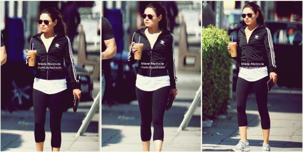 . Spotted : Mila,se promenant avec un ami,un café glacé à la main (Los Angeles) - 13septembre 2011.