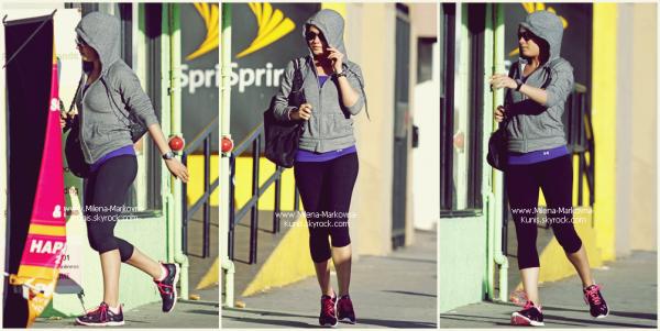 . Spotted : Mila,se promenant dans les rues d'Hollywood. (HOLLYWOOD) - 30octobre 2011. Flashback : Mila,en pleine promotion,aux côtés de de Justin T. et d'autres membres du cast de FWB. ................ (CANCUN,MEXIQUE) - 14juillet 2011 .