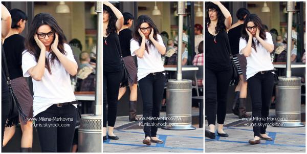 . Spotted : Après l'effort,le réconfort! Mila s'est vue s'offrir un café après une séance de sport ...................chez BodyMaxx gym......(LOS ANGELES) - 8février 2012 . Spotted : Mila, se promenant dans les rue d'Hollywood après avoir déjeuné avec une amie. ...................(HOLLYWOOD) - 29janvier 2012   .