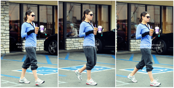 . Spotted : Mila sortant de chez Starbucks Coffee. .....(BEVERLY HILLS) - 16février 2012 . Spotted : Après son habituelle séance de sport chez BodyMaxx Gym, Mila s'est tout ....................  naturellement (j'ai envie de dire) offerte un café. .....(LOS ANGELES)  - 16février 201.  . Spotted : Mila et sa maman,se promenant dans les rues d'Hollywood.  .....................(WEST HOLLYWOOD) - 6février 2012 .
