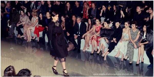 . FRONT ROW : Aujourd'hui même, c'est tout naturellement que Mila, nouvelle égérie Dior s'est rendue au .................... défilé Prêt-à-porter de la célèbre maison de couture, qui s'est déroulé au Musée Rodin. .....................Et c'est tout naturellement aux coté du Directeur Général du groupe Christian Dior que.................... l'actrice a assistée au show.  Classe!...... (PARIS) - 2mars 2012 . . Spotted : Mila, se rendant à son hôtel après le défilé. ..... (PARIS) - 2mars 2012 .
