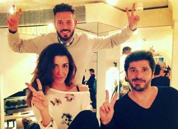 """M Pokora, Jenifer et Patrick Fiori dans les coulisses de """"The Voice Kids""""."""