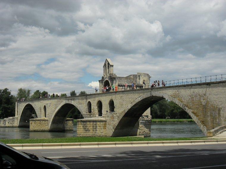 AVIGNON, ville médiévale dans le Vaucluse (juillet 2014)