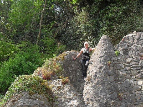 changement de monture et visite d un superbe endroit La grotte de Notre-Dame de Lourdes ...