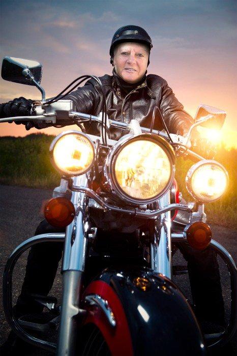 voila la moto est dans le garage ..........
