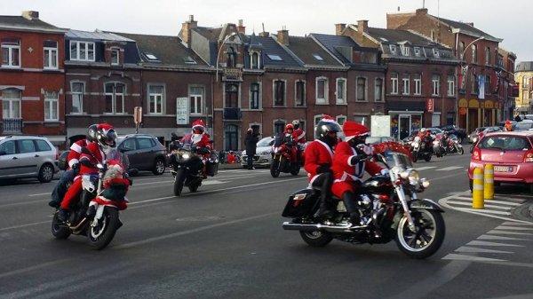 Balade moto des pères Noël ( liège..ans.. jemeppe  suite et fin )