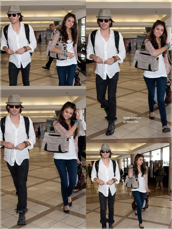 Ensuite la voici à l'aéroport en compagnie de  Ian,ils se rendent à Toronto pour le tournage de la saison 3 de TVD !