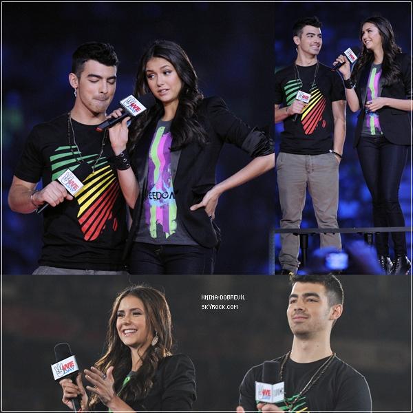 "27.09.2011  Nina Dobrev et Joe Jonas ont présenté l'évènement ""We Day"" à Toronto."