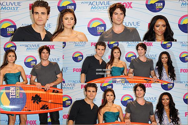22/07        Le cast après avoir remporté le prix de Meilleure série fantastique .