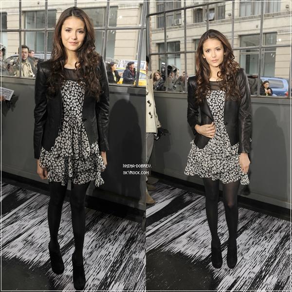 Le lendemain le dimanche 12 février Nina était présente au défilé de la marque DKNY lors de la fashion week de New York.