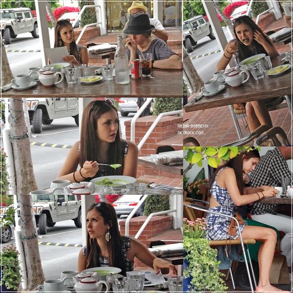 26/04/2012 Nina déjeunant à West Hollywood