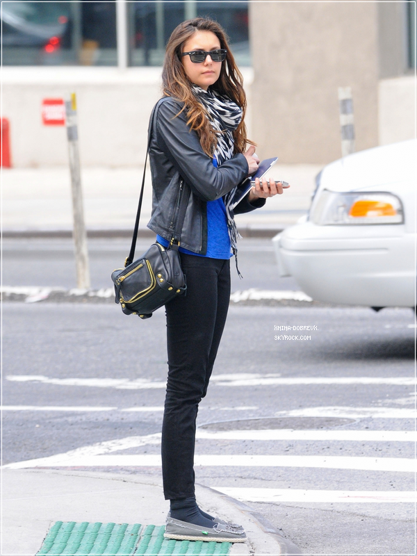 7/05/12 Nina de retour à New-York. Le matin en attendant un taxi.