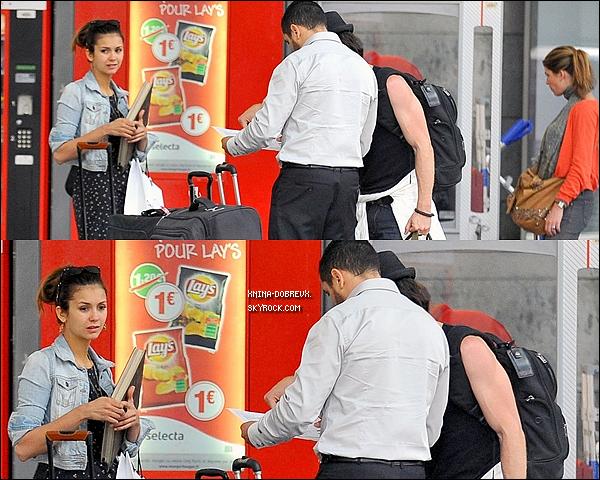 28/05       Nina et Ian à la gare Montparnasse pour quitter Paris. Nina semble un peu fatigué, mais reste trèsjolie♥ fan de sa veste!