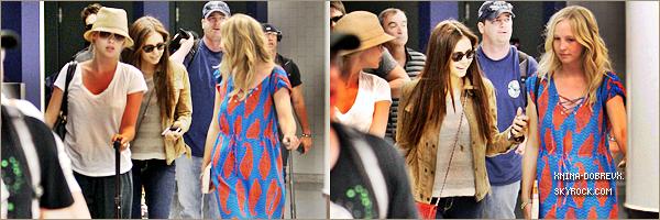 07/07        Nina Candice et Claire à l'aéroport de Lax pour le tournage de TVD.