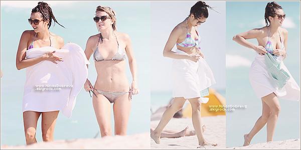 26.04.2013  Nina s'est rendue à la plage avec des amies à Miami.
