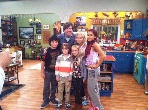 10/06/2013 - Ariana est aller au show des Janoskians pour faire une surprise à Jai hier soir.  Nouvelle photo pour Sam & Cat