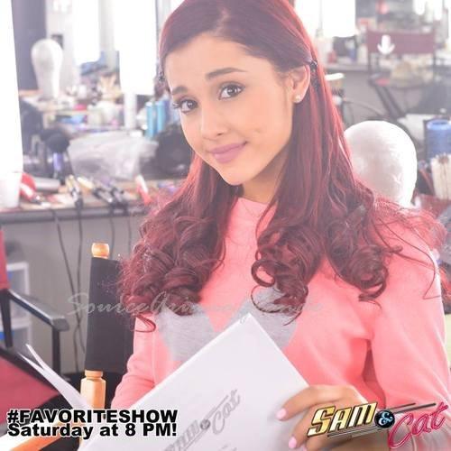 11/06/2013 - Photo personnelle de Ariana hier. Elle a aussi été vue sortant son hôtel à NYC et a été sur OMEGLE  10/06/2013 - Ariana surprenant Jai au concert. Vidéo et photos
