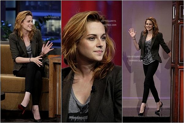"""* 08.10: Kristen au """"Tonight show"""" de Jay Leno à Los Angeles.__________________________________________________ Kristen était magnifique, je la trouve beaucoup mieux sans maquillage pas toi?*"""