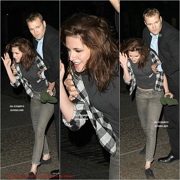 "* 16.10: Kristen arrivant à la première de ""Wecome to the Rileys"" à New York.*"