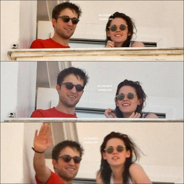 * 6 Nov: Kris et Rob ont été photographié par des paparazzi sur le balcon de leur hôtel de luxe à Rio de Janero (Brésil). *