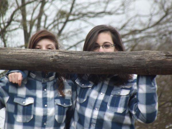 - Deux soeur jumelle de vêtement -