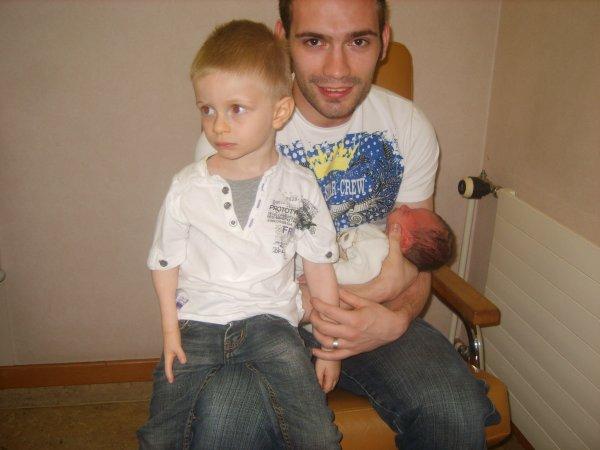 mon fils nathan sont tonton kevin et son cousin lucas
